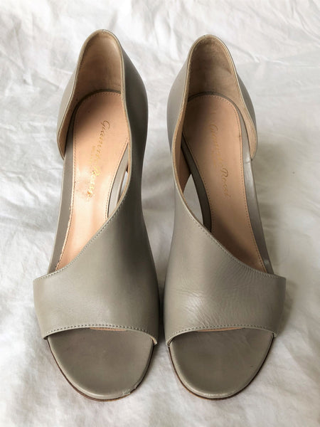 Gianvito Rossi Size 6 Warm Gray Open Toe Pumps