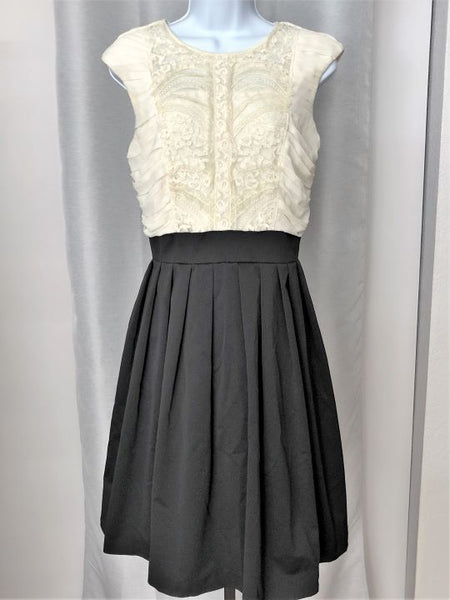 Maeve Anthropologie Size 8 Black and White Dress