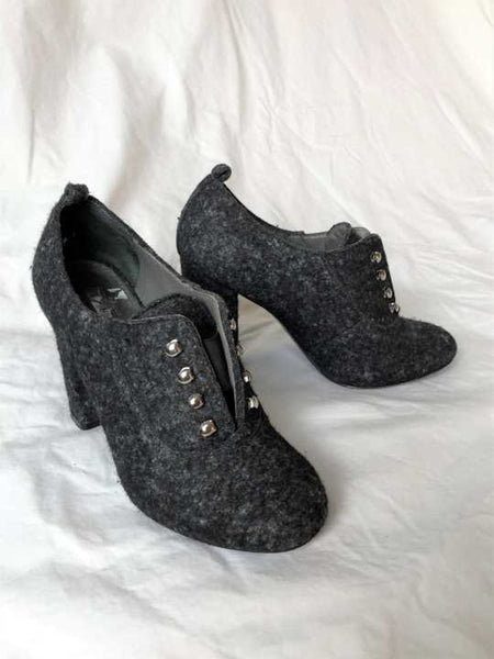 Theory Size 5 Gray Fabric Pumps