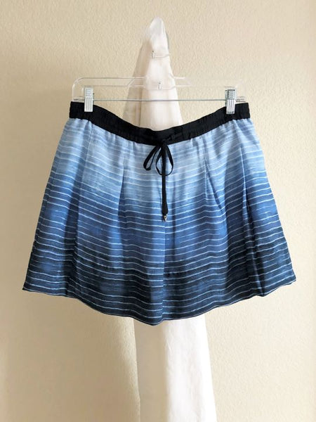 VINCE Size Medium Blue Silk Striped Skirt