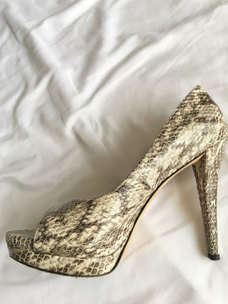 Vera Wang Size 8.5 Selima Beige and Brown Snakeskin Pumps