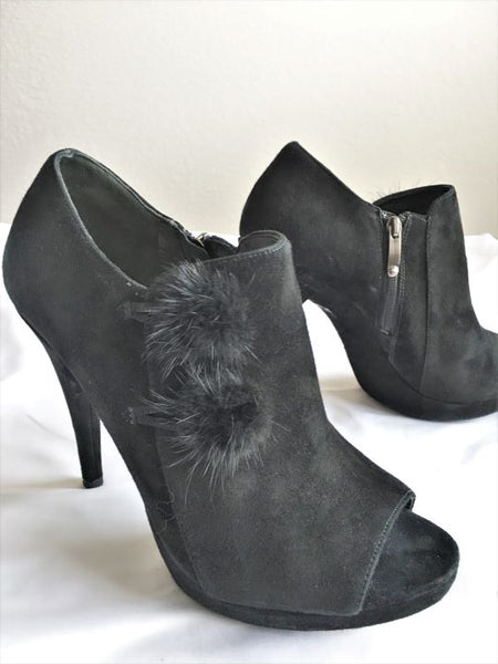 Via Spiga Size 8 Black Suede Open Toe Booties