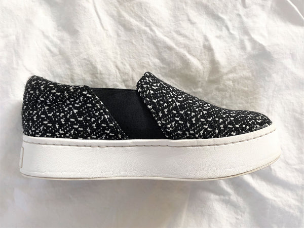 VINCE Size 7 Black and White Fabric Sneakers
