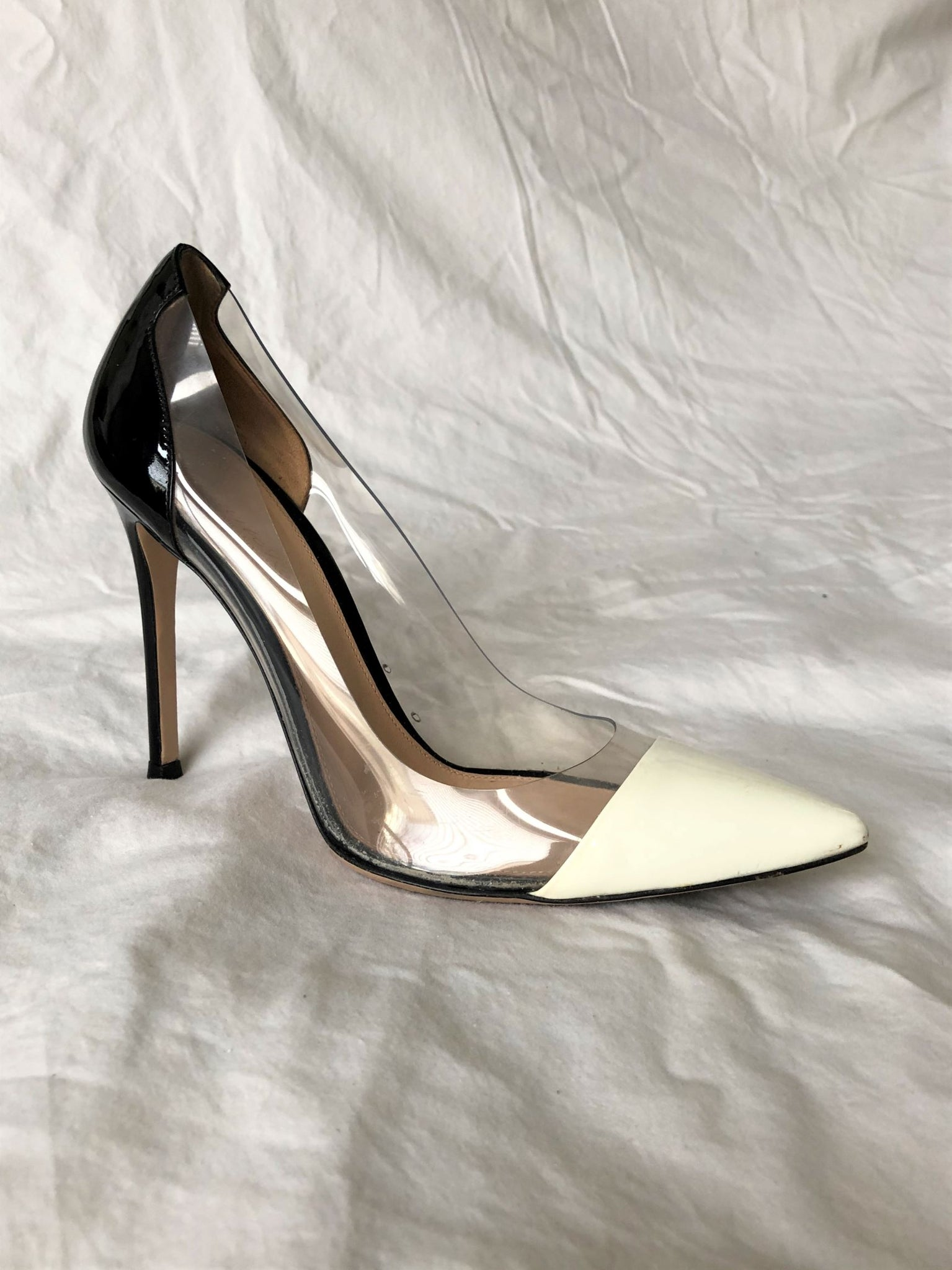 Gianvito Rossi Size 6 Clear and Ivory Pumps