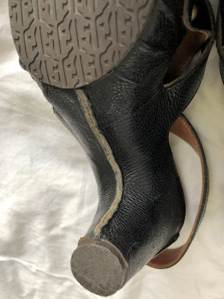 Frye Size 7.5 Black Leather Sandals