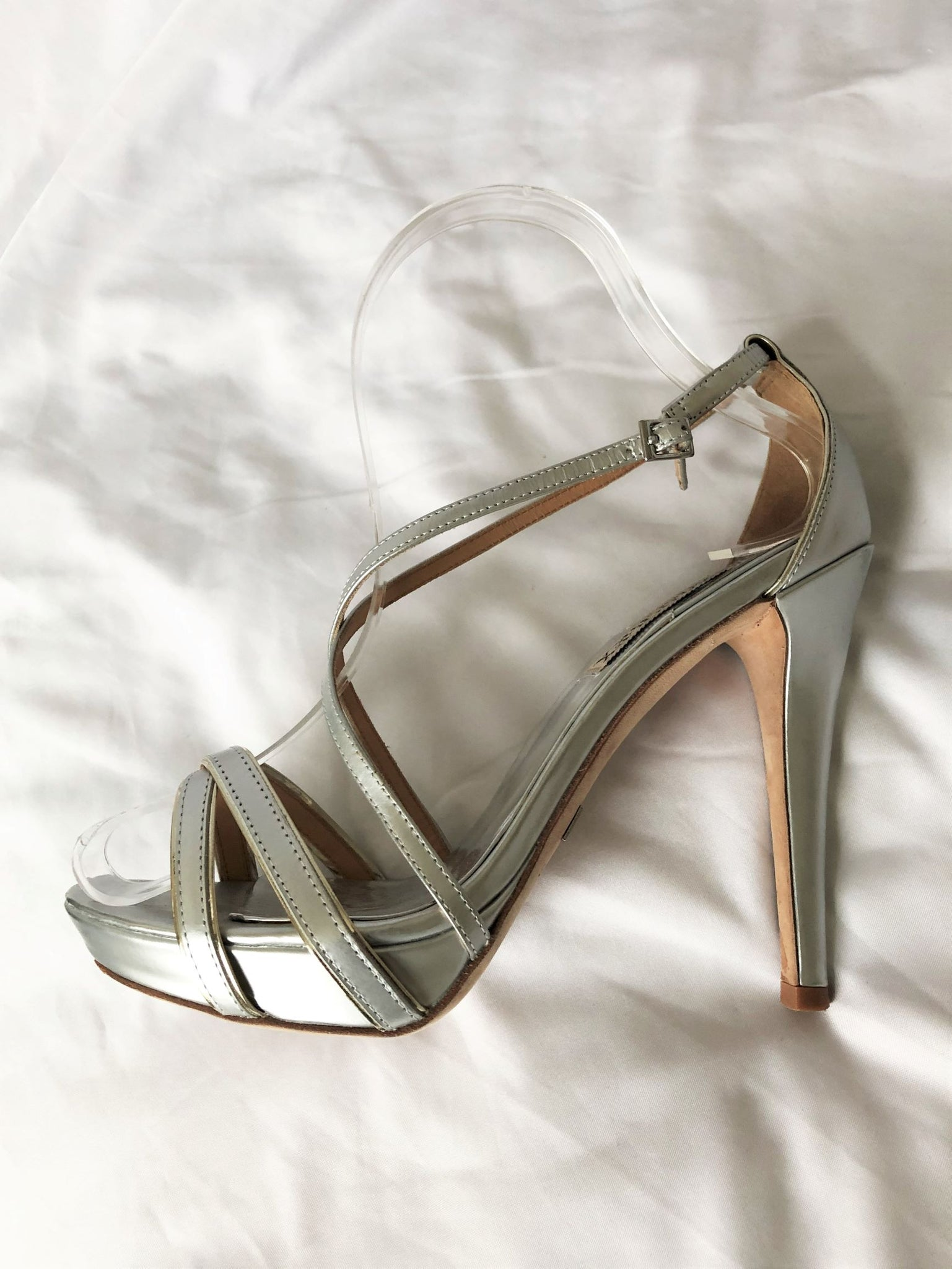 Badgley Mischka Size 7 Silver Leather Sandals