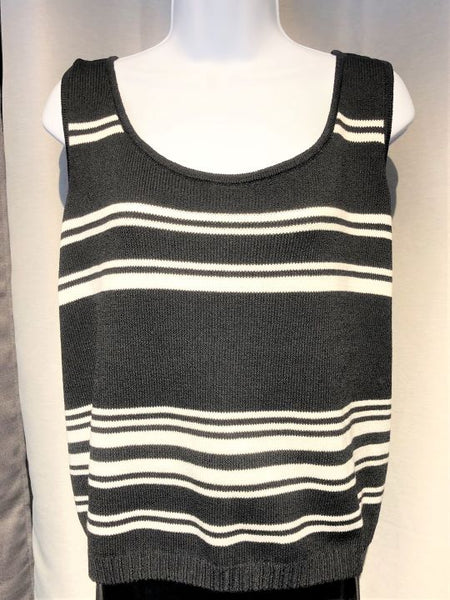 St. John Sport Size XL Sleeveless Black and White Top