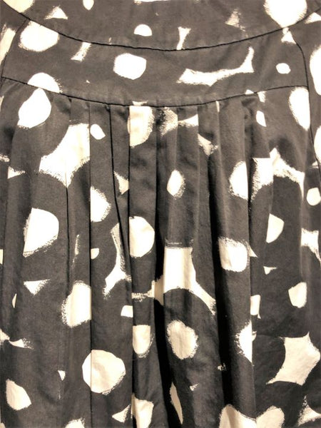 Theory LARGE Black and White Circles Top