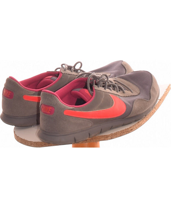 286443 Chaussures NIKE Occasion Vêtement occasion seconde main