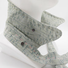 Load image into Gallery viewer, Hannukainen Hand Stitched // Kaulushuivi // Neckwear