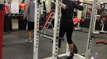 FUNNY: HIGH HEELS SQUATS