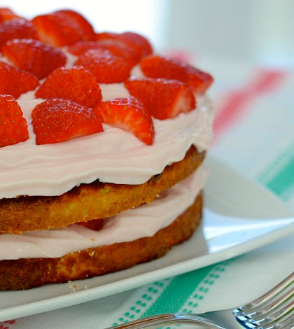 RECIPE: Layered Strawberry Protein Cake|Layered Strawberry Protein Cake