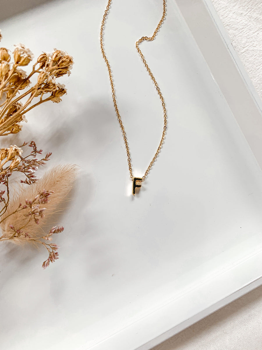 TINY LETTER NECKLACE GOLD