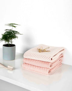 "Towel ""Irony""/ Peppercorn (Pink) / Winter in Holland"