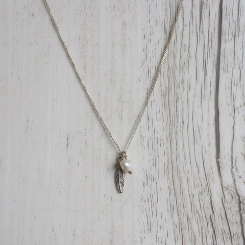 Daydreamer necklace | boho | silver | feather | Freshwater pearl