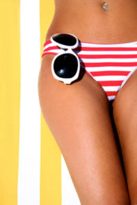 girl on beach towel showing skin after using coconut oil for cellulite