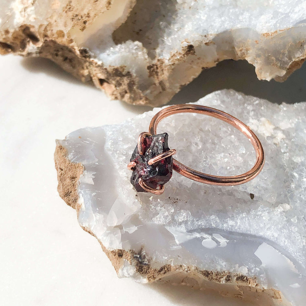 Garnet Raw Crystal Jewellery Ring In Copper Prong Setting - January Birthstone Ring - Aquarius Zodiac Ring