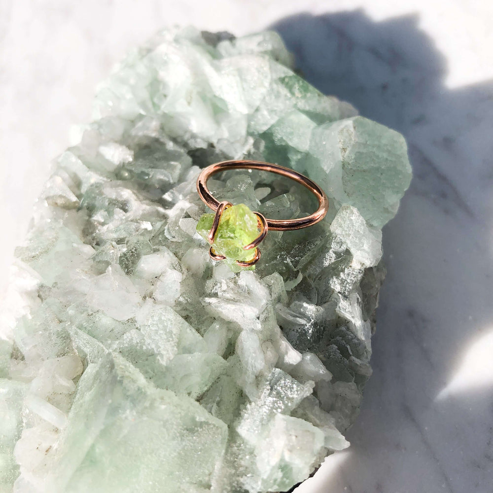 Peridot Raw Crystal Jewellery Ring In Copper Prong Setting - August Birthstone Ring - Leo Zodiac Ring