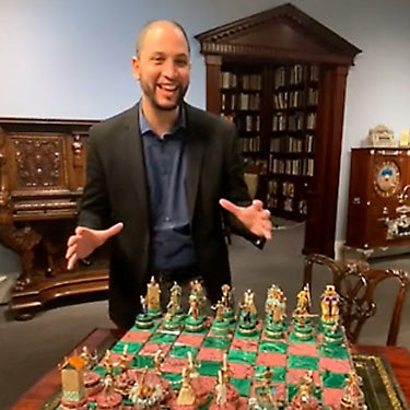 Expert Insights: The Battle of Issus Chess Set