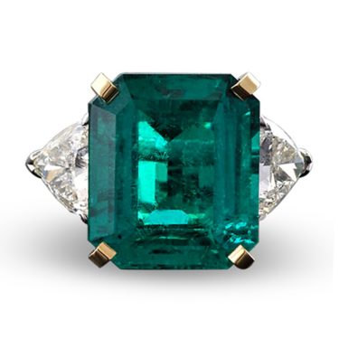 """An outstanding 19.69-carat Colombian emerald exhibits perfect color in this captivating ring, displaying an intense, """"Old Mine"""" green hue."""
