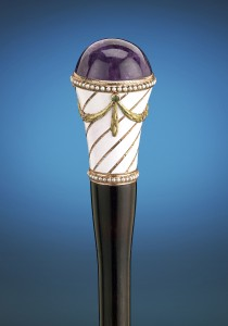 A gorgeous purple amethyst takes center stage in this elegant cane handle by Fabergé