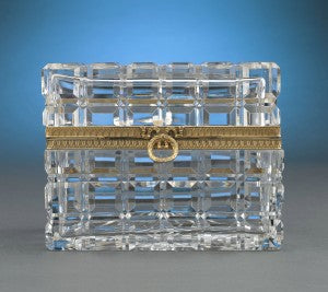 Cut in a refined block motif, this exquisite French cut crystal box displays impeccable style and craftsmanship