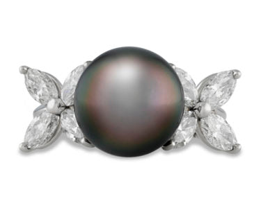 An ideal Tahitian pearl culminates the center of this ring