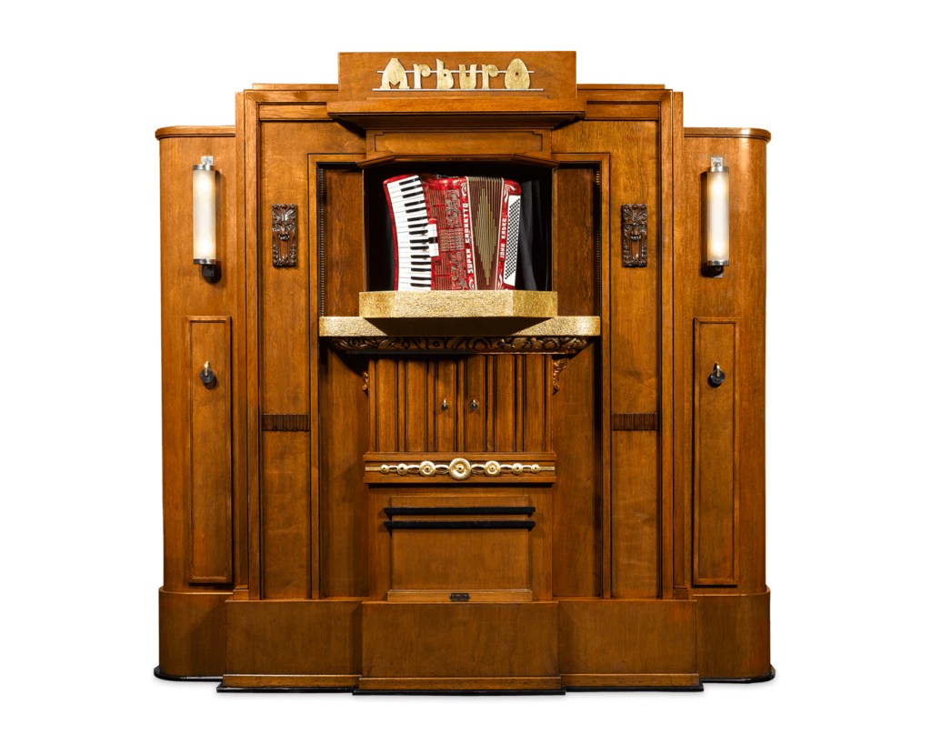 The Arburo Orchestrion was once a fixture in bustling dance halls, cafés and fairgrounds throughout Belgium and the Netherlands in the early 20th century. The orchestrion effectively replaced the need for an entire band by playing actual, stand-alone instruments.