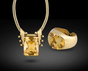 480 breathtaking carats of luxurious citrine dazzle in this necklace and bracelet suite from the collection of the iconic Joan Crawford.