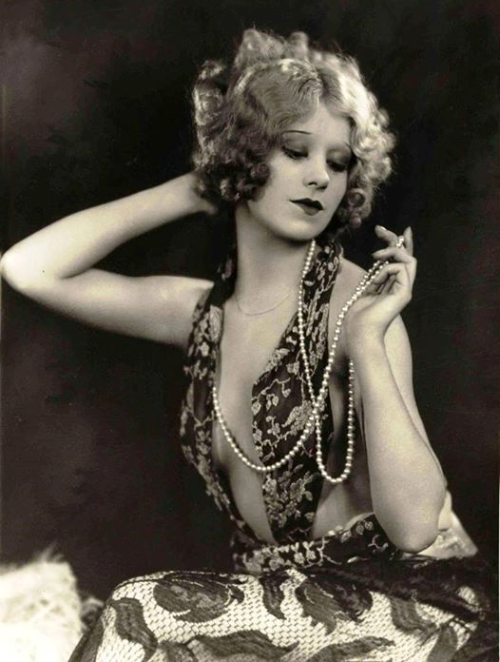 A flapper donning scintillating 1920s-era fashions.