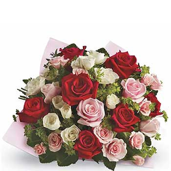Send classic bouquet of mixed roses