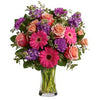 Send traditional bouquet of luxury flowers in a vase