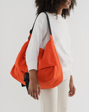Load image into Gallery viewer, BAGGU Travel Sport Messenger - Tomato