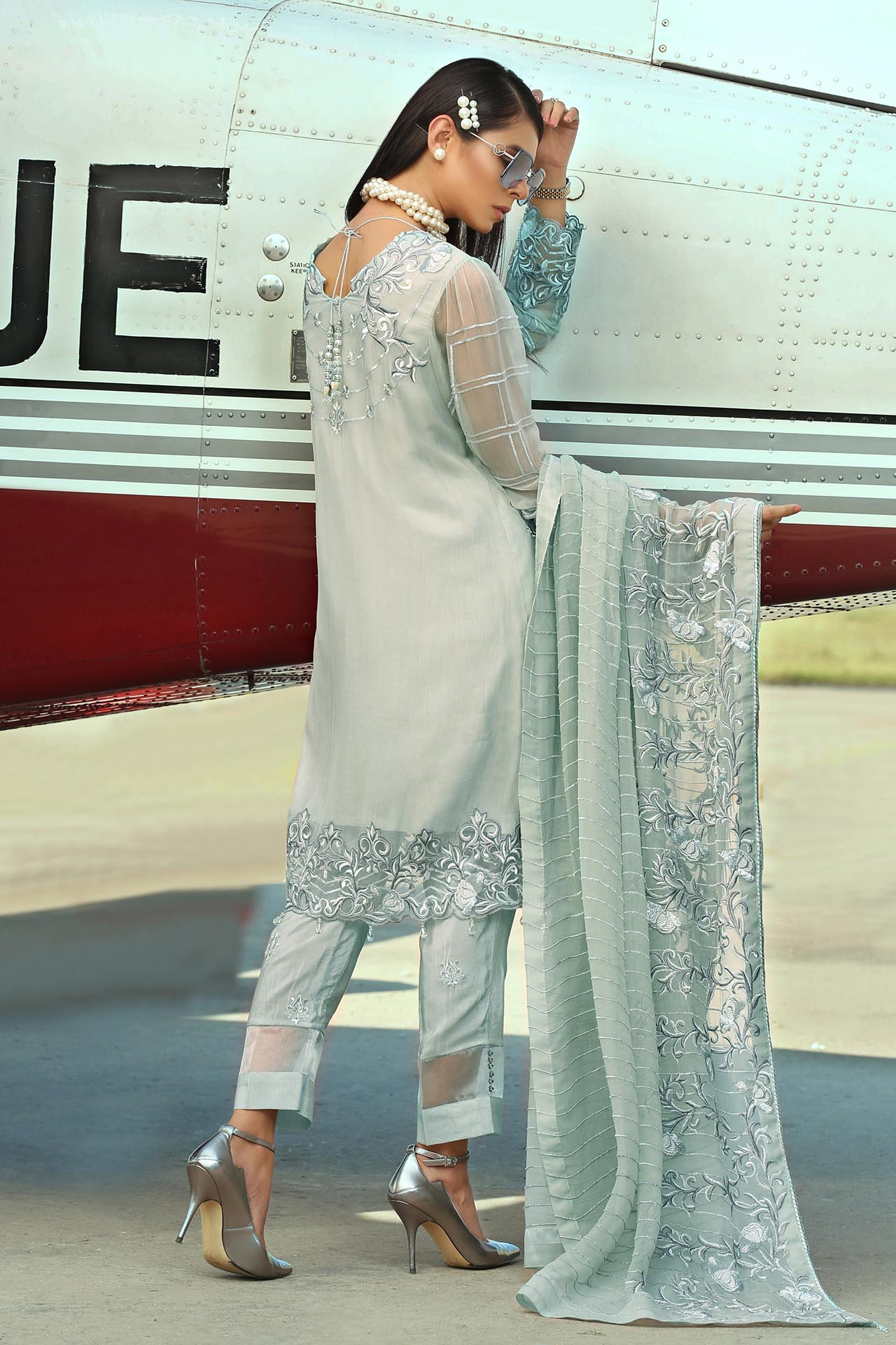 01 Pearly Grey [Embroyal Elite Empress]