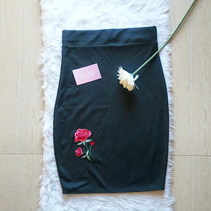 Pencil skirt with floral embroidery