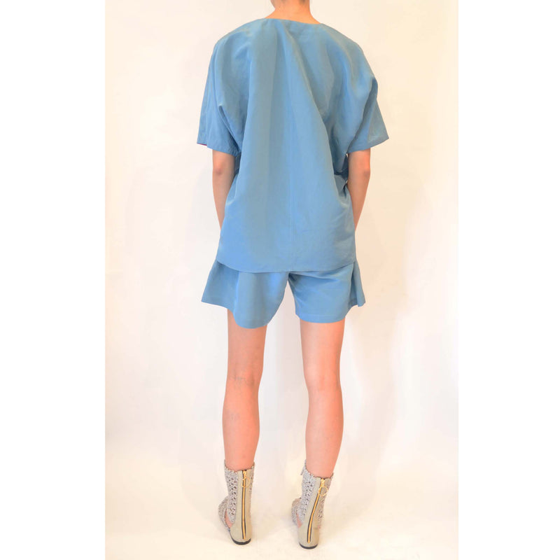 CURVY NECK SHIRT BLUE