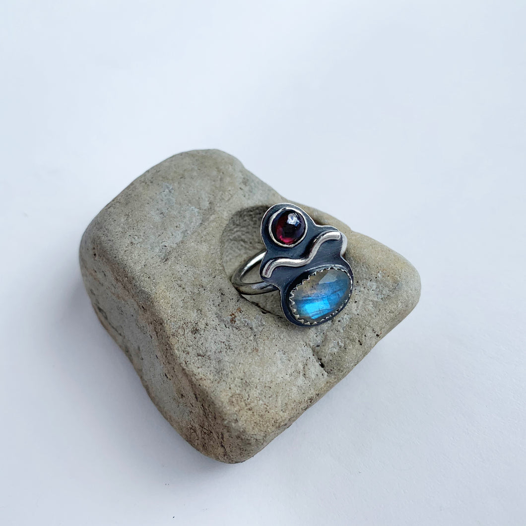 LABRADORITE & GARNET FRIEND RING, SIZE 7 (2020 VOL.1)