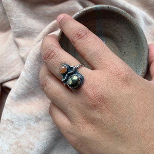 PYRITE & PEACH MOONSTONE FRIEND RING, SIZE 7