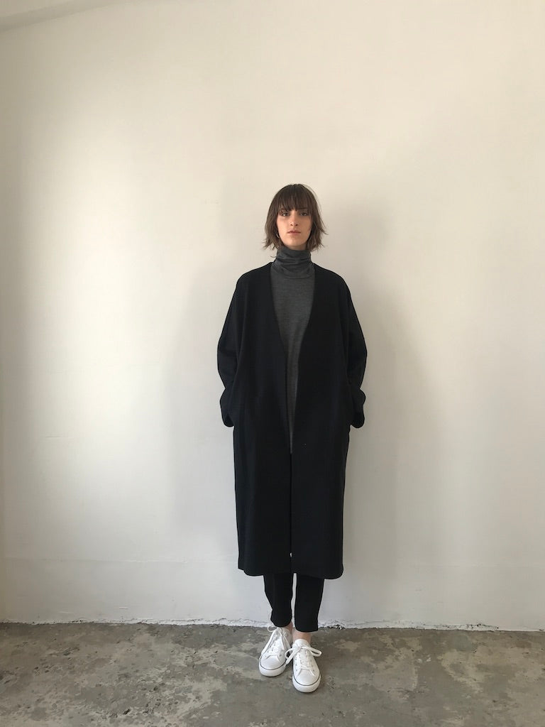 COLLARLESS COAT / GEELONG COMPRESSED WOOL