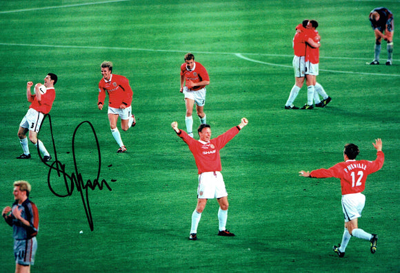 Denis Irwin - Manchester United - Treble Winner - 12 x 8 Autographed Picture