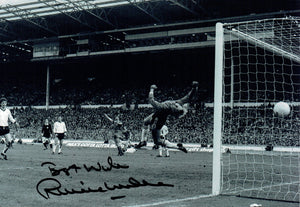 Ronnie Whelan - Liverpool F.C. - 1983 League Cup Winner - 12 x 8 Autographed Picture