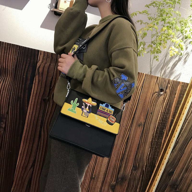Wide shoulder strap organ bag female 2019 new fashion wild lock buckle shoulder shoulder Messenger bag embroidery bag tide female