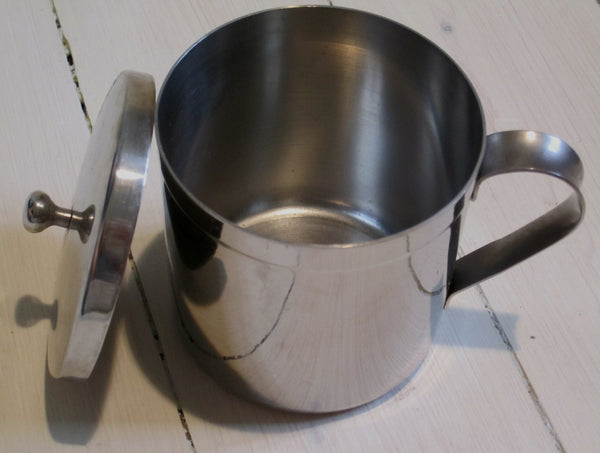 Mug with ear and lid in stainless steelFloby Överskottslager