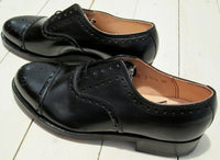 Low shoe 40 figure in black leather, brochure pattern-Floby Överskottslager