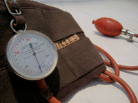Blood pressure monitor in leather caseFloby Överskottslager
