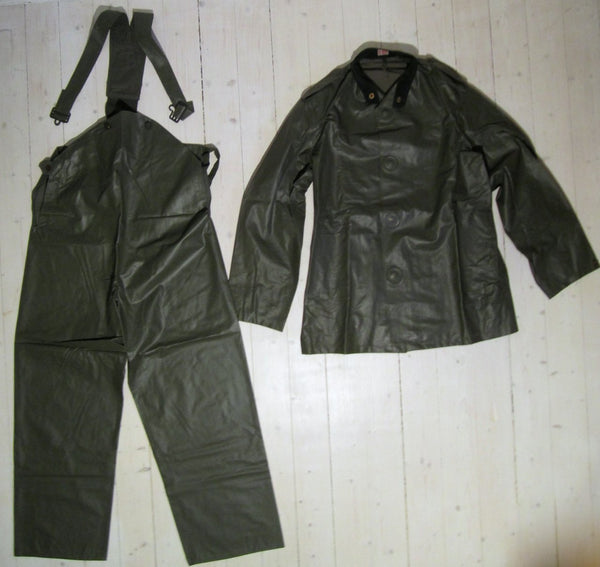 Rainbag, jacket and hanger pantsFloby Överskottslager