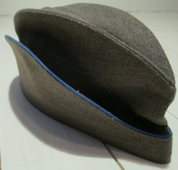 Boat cap gray with blue border, used in good conditionFloby Överskottslager