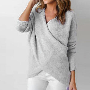 Simple solid color V-neck knit sweater