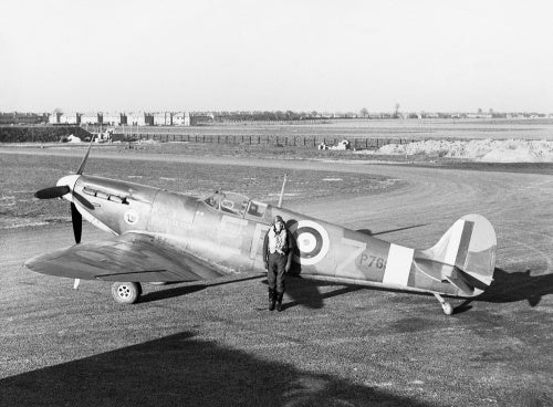 Squadron Leader Donald 'Don' Finlay, the CO of No. 41 Squadron RAF with his Supermarine Spitfire Mk IIA at Hornchurch, Essex, January 1941.