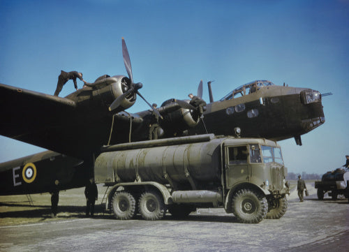 Groundcrew refuelling a Short Stirling Mk I of No. 1651 Heavy Conversion Unit at Waterbeach in Cambridgeshire, 29 April 1942.